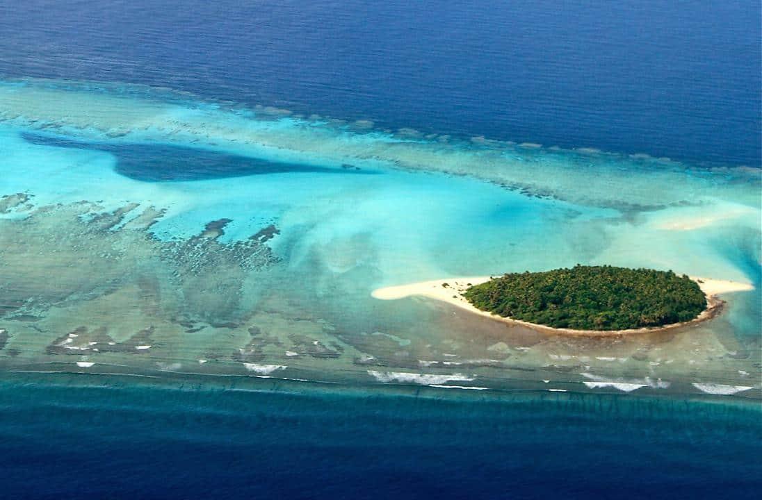 An uninhabited island in Ulithi Atoll. © Wayne Sentman
