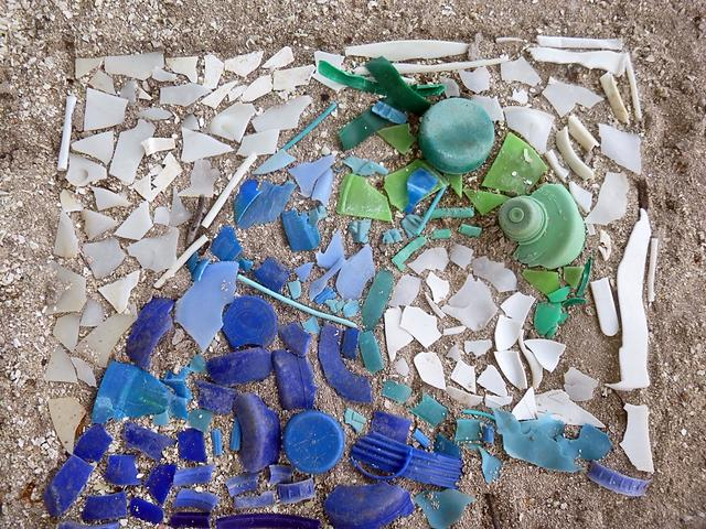 """""""Wave"""" art created by students using plastic debris collected on our shores"""