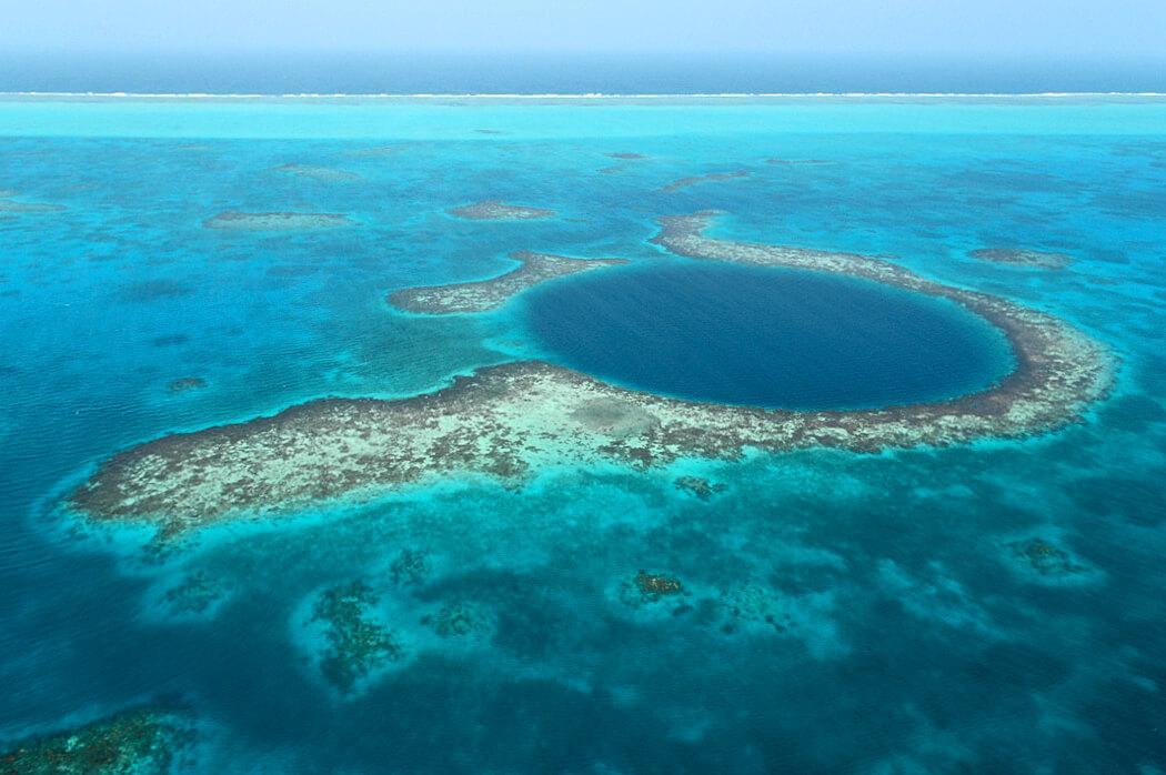 The Great Blue Hole. © Jennifer Shatwell / Marine Photobank