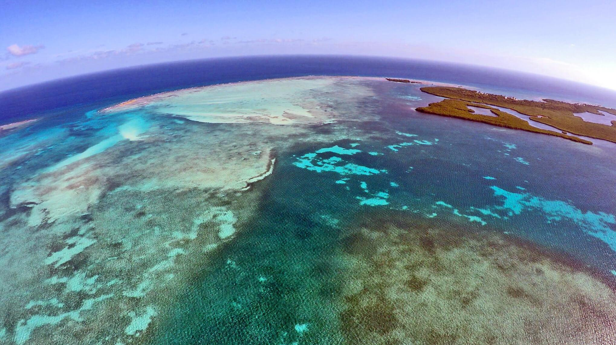 An aerial view of Calabash Caye in Turneffe Atoll. © Eric Ramos