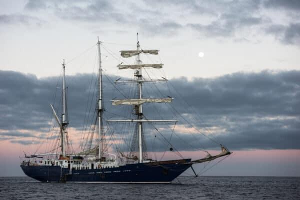 Galapagos sailboat cruise