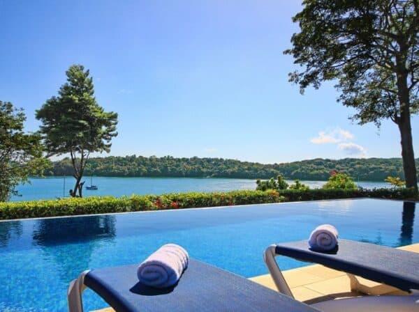 Bocas del Mar hotel pool