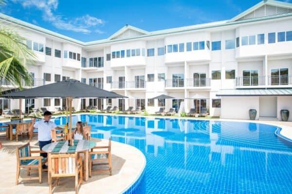 pool area cove resort