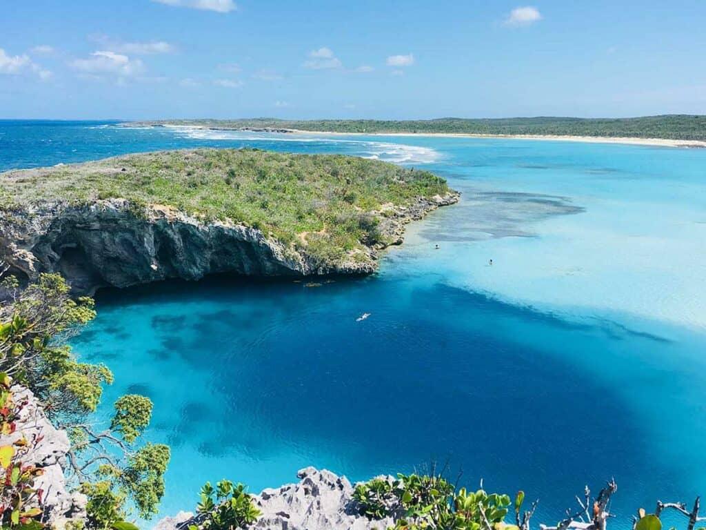 blue hole in Bahamas